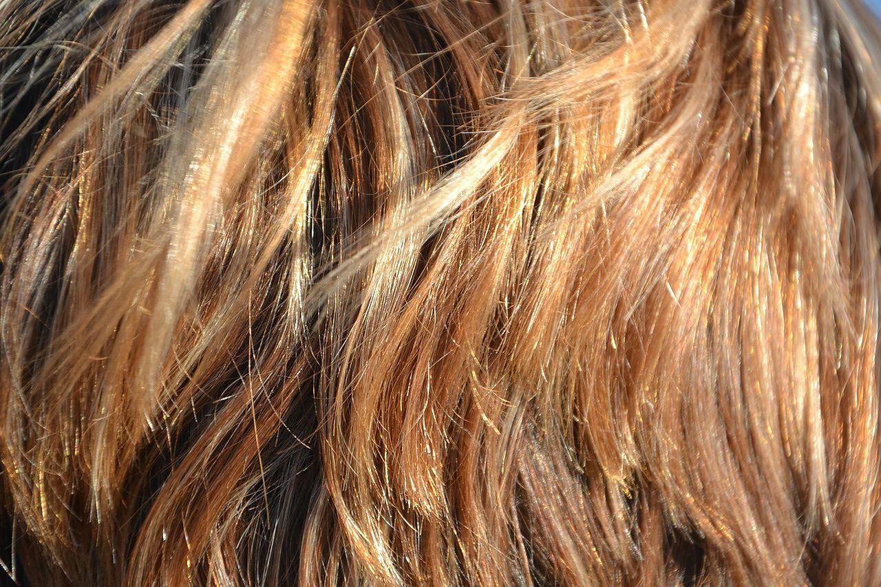 Stosunek koloru włosów do koloru skóry i oczu